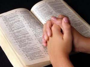 leyendo-biblia